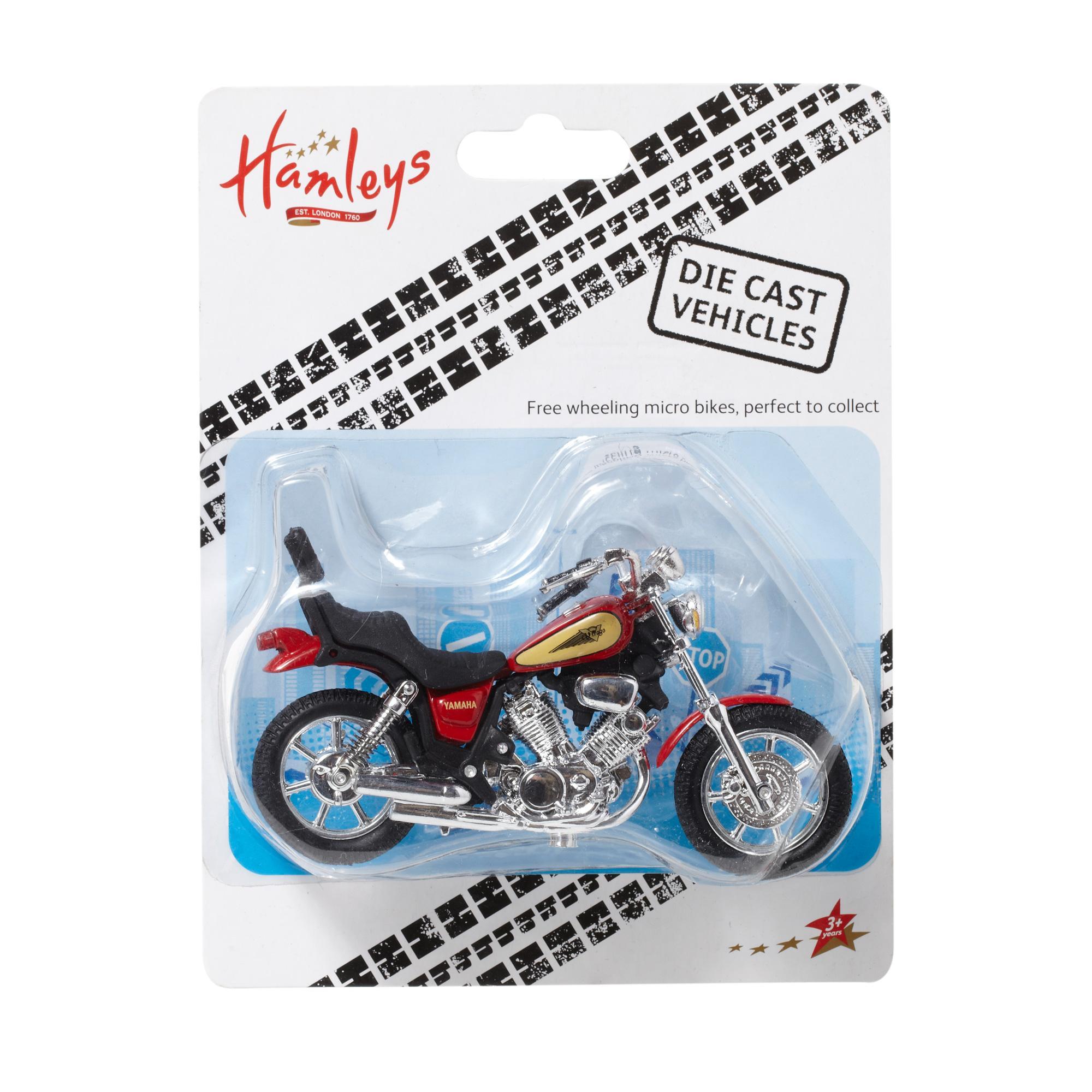 HM Игрушка МотоциклHM игрушка Мотоцикл подойдет мальчику, она поможет отлично провести время в одиночестве или с друзьями. Такая игрушка - это не просто развлечение, она также оказывает значительное влияние на развитие малыша. В процессе игры развивается мелкая моторика, тренируются логика и память, формируется творческое мышление. Приобрести товар можно на сайте или в магазине Hamleys. Там вы найдете самые качественные товары по низким ценам. Клиенты, которые уже купили такую игрушку, оставляют только хорошие отзывы о ней. Условия доставки в Москве, Санкт-Петербурге и Краснодаре очень удобны - курьер привезет заказанную покупку по вашему адресу. Оплатить ее можно наличными или картой. А во всех других регионах России товары из магазина Hamleys можно оплатить наложенным платежом.<br>