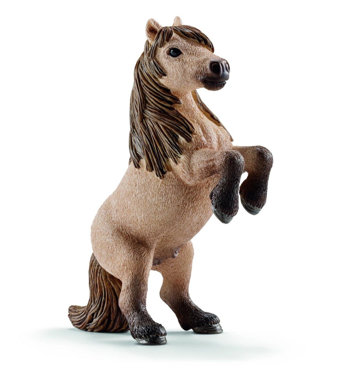 Фигурка Horse Club - Жеребец мини-шетти, высота 8.5 смФигурка жеребца мини-шетти от бренда Schleich создана для любителей и коллекционеров различных пород лошадей. Фигурка сделана из безвредного материала немецкого качества, благодаря которому у ребенка не появится аллергической реакции или ухудшения здоровья во время игры. Шетти - это разновидность пони, рост которой составляет не более 70 сантиметров. Данная порода обладает приятной кофейной окраской с присутствием эффекта омбре в области копыт, мордочки, гривы и хвоста. Такую мини-лошадку очень часто можно встретить в зоопарках или на турнирах и соревнованиях различных пород пони.<br>