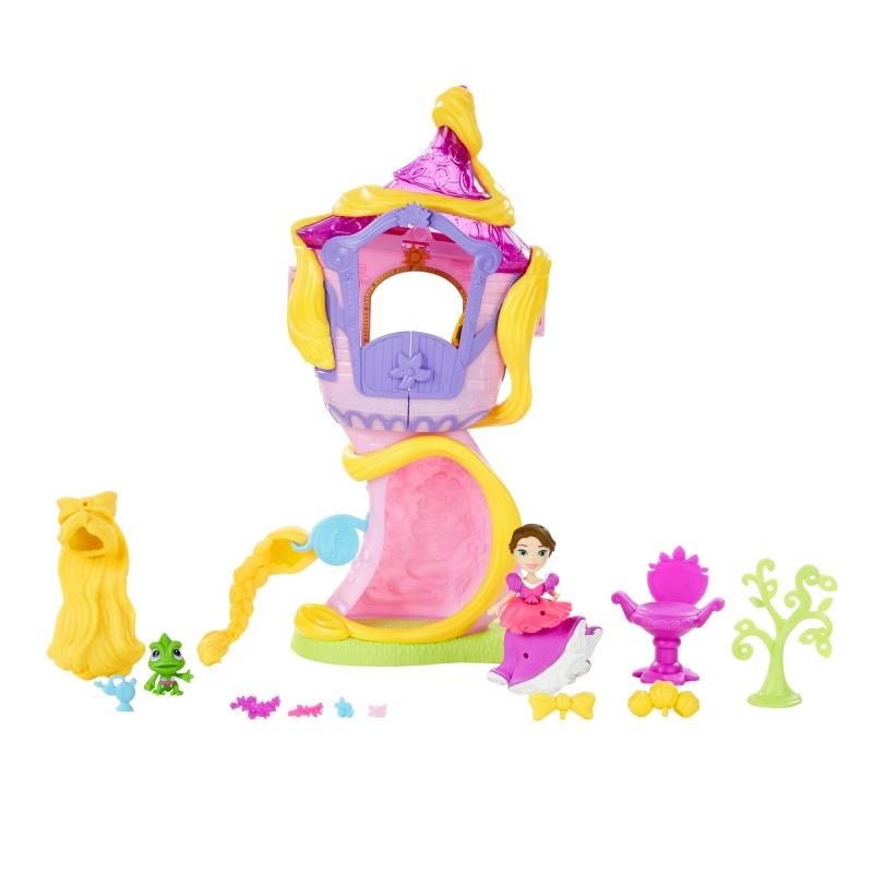 Игровой набор Маленькое королевство: Башня-парикмахерская РапунцельБашня-парикмахерская Рапунцель - игровой набор от Hasbro серии Маленькое королевство. В нем известная принцесса Диснея Рапунцель может полностью контролировать свой внешний вид и менять стиль и прическу в зависимости от настроения. Башня представляет собой полноценное здание, чей верхний этаж раскрывается для веселой игры и закрывается после для удобства хранения. На верхнем этаже башни расположена комната с удобным креслом, в которое садится сама Рапунцель или ее питомец хамелеон Паскаль, зеркалом в котором можно рассмотреть результат работы стилиста и раковиной, в которой посетитель башни моет голову. Внизу в основании башни можно поместить дерево, которое служит принцессе вешалкой - на нем идеально размещаются все необходимые аксессуары.Платье принцессы Disney Рапунцель можно украшать разнообразными декоративными элементами, входящими в набор: это пластиковые цветы разных видов и другие предметы. Главное преобразование ожидает прическу героини: кукла имеет короткие каштановые волосы, как у Рапунцель в финале мультфильма, но в процессе игры она всегда сможет снова стать блондинкой с длинными локонами - для этого в комплекте находится парик из мягкого пластика, который надевается кукле на голову. Украшения куклы можно комбинировать по-разному, чтобы каждый день ее вид был уникальным и неповторимым!<br>