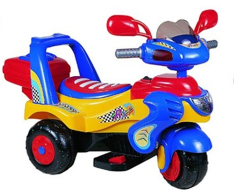 Мото на аккумуляторе B238-2 с багажником, до 30 кг, синий, в коробке, 100*51*67смДетский мотоцикл G120 выглядит очень стильно, у него имеются звуковые и световые эффекты. У мотоцикла очень удобное сиденье. Игрушка передвигается вперед-назад, останавливается. Электромобиль рассчитан на детей в возрасте от трех до восьми лет (максимально допустимая нагрузка составляет 30 кг). Мощности будет вполне достаточно, чтобы почувствовать себя начинающим байкером, а одного заряда аккумулятора хватит не на один час прогулки. Мотоцикл имеет небольшой вес, а хранить его можно даже в квартире и перевозить в небольшом багажнике автомобиля. Зарядка аккумулятора осуществляется посредством зарядного устройства, которое входит в комплект. Время зарядки составляет 8-12 часов. Необходимо купить 2 батарейки напряжением 1,5V типа АА (не входят в комплект).<br>