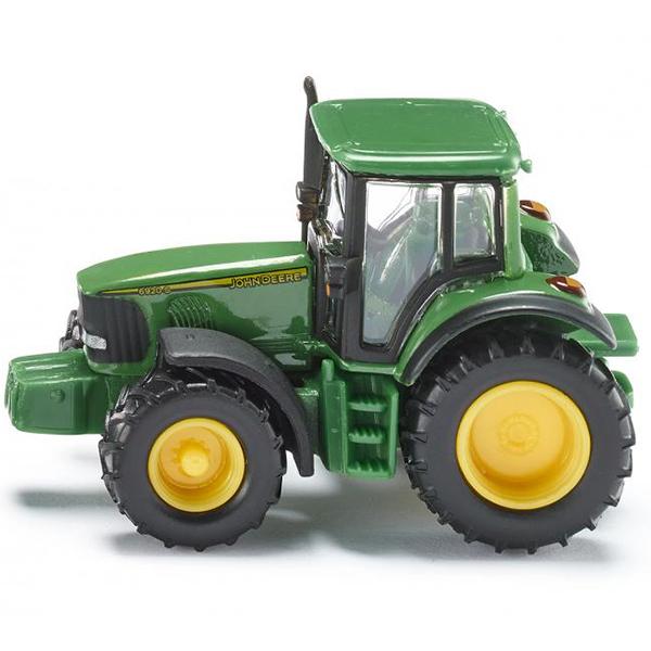 Трактор Джон Дир (1:87)Игрушечная модель трактора John Deere. Корпус трактора выполнен из металла, кабина из пластмассы, колёса резиновые, трактор можно катать. Трактор оборудован сцепным устройством, совместимым с прицепами SIKU FARMER масштаба 1:87Размер игрушки:6 x 2,9 x 3,8 см<br>