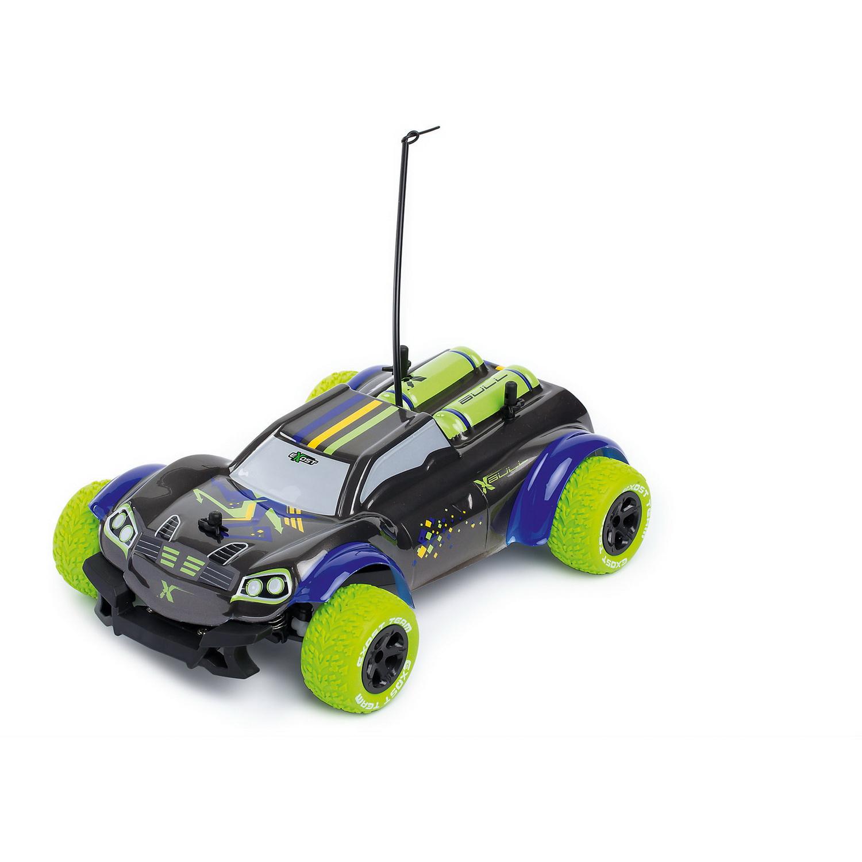Машина Икс Булл на р/у 1 18Машинка на радиоуправлении Silverlit XBull - это футуристичный внедорожник масштабом 1:18 с широкими колесами. Большие колёса с рельефным протектором и привод 4х4 дают машинке отличную проходимость. У этой игрушки не очень высокая скорость - 9 км/ч, поэтому она вполне подойдёт ребёнку. Пульт управления XBull пистолетного типа: чтобы машинка двигалась вперёд, нужно нажимать указательным пальцем на курок. Направление движения задаётся вращением колёсика на пульте. С машинкой XBull можно играть дома и на улице. Радиус действия радиоуправляемого автомобиля - 20 метров.Для работы машины необходимы 4 батарейки типа АА напряжением 1,5V (не входят в комплект). Для работы пульта управления необходимы 2 батарейки типа АА напряжением 1,5V (не входят в комплект).<br>