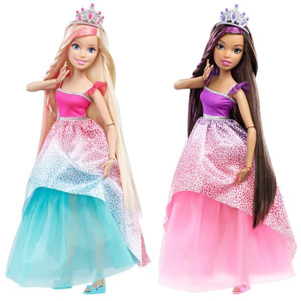 Кукла Барби Бесконечные волосы: Дримтопия, 43 см.Кукла Барби Бесконечные волосы: Дримтопия от Mattel удивит своими роскошными волосами и порадует крупным размером. Высота этой красавицы - целых 43 см. Поэтому с куклой очень удобно играть, особенно расчесывать ее шикарные локоны и делать из них прически.В комплекте с большой куклой Barbie Endless Hair Kingdom имеется множество аксессуаров, которыми можно ее украшать. Все они помещаются в удобную шкатулку, сделанную в форме расчески. На Барби надето шикарное длинное платье. Ее руки и ноги подвижны и сгибаются в локтях и коленях.Внимание! Куклы в ассортименте. Цена указана за 1 шт. Доступные виды:1. Блондинка2. Брюнетка.Желаемый вид указывайте в комментарии к заказу.Возраст: от 3 летДля девочекКомплектация: кукла, 2 гребня, заколка, три ободка, расческа-шкатулка, аксессуары.Материалы: пластик, текстиль.Размер упаковки: 33 х 35 х 9.5 см.Высота куклы: 43 см.<br>