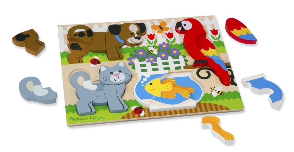 Мои первые пазлы домашние животныеПазл от известного производителя детских товаров Melissa&amp;Doug подходит для детей старше двух лет. Задача ребенка - правильно расположить объемные детальки, чтобы получить целостную красочную картинку. Собирая головоломку, кроха потренирует моторику, а также узнает как выглядят и называются различные домашние животные.<br>