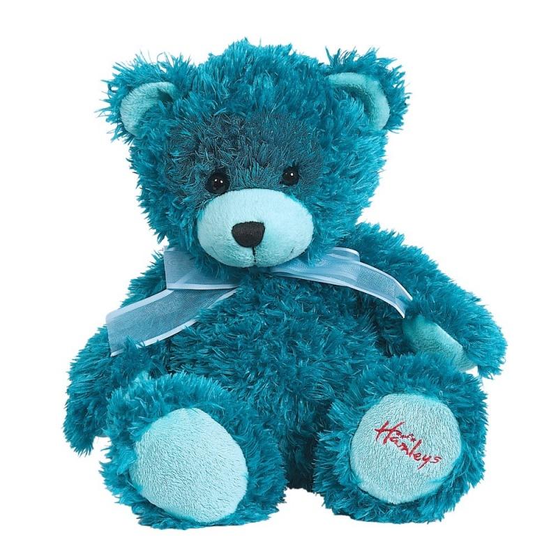 Игрушка плюшевая Медведь, черничный, 25 см.Медведь Hamleys Blueberry входит в коллекцию радужных медведей, которые ищут свой новый дом. Выбери свой любимый цвет или собери их все. Эти великолепные плюшевые медведи легко выделяются из толпы игрушек, (что позволяет быстрее найти их ночью, если ваш ребенок решил что не может спать без них.<br>