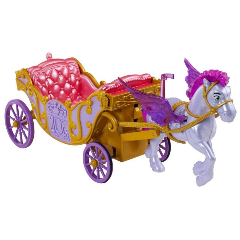 Игровой набор Летающий конь Минимус и волшебная каретаЛетающий конь по имени Минимус - очень симпатичный персонаж из мультфильма София Прекрасная, он умеет парить в небе при помощи своих волшебных крылышек. Игрушечный конь очень сильно похож на свой прототип и выглядит так, будто только что сошел с экрана. В набор вместе с Минимусом входит симпатичная карета, выполненная в гербовых цветах принцессы Софии и украшенная ажурными орнаментами.Открытый экипаж пурпурного цвета с желтой отделкой в виде изящных завитков, имитирующей позолоту, выглядит по настоящему царской и роскошной. Внутри есть комфортабельные сиденья для двух небольших базовых фигурок, поэтому София Прекрасная сможет отправиться в путь с подругой. Сказочный пегас очень красив, его сиреневые крылья не только декоративны, но и функциональны, ведь они двигаются во время движения, для этого его нужно немного встряхивать, имитируя полет.На спинке животного есть удобное кресло-седло, в котором можно закрепить фигурку и полетать верхом на коне. Игрушка очень легко отсоединяется от упряжи и прикрепляется обратно легкими движениями. В запряженном виде конь может взлетать вверх-вниз, благодаря специальному механизму, запускаемому при движении колес. Для начала игры нужно усадить Софию в карету и покатить транспорт вперед, при этом колеса начинают вращаться, запуская Минимуса вверх.Фигурки Софии и других персонажей не входят в комплект, продаются отдельно. Герои на фото представлены для ознакомления.Возраст: от 3 летГерой: София прекраснаяДля девочекЦвет: сиреневый, фиолетовый, коралловый, золотистый.Комплектация: фигурка пегаса, карета.Материалы: высококачественная пластмасса.Размер упаковки: 35.5 х 9.65 х 25.4 см.Вес:  499 гр.Вес с упаковкой:  544 гр.<br>