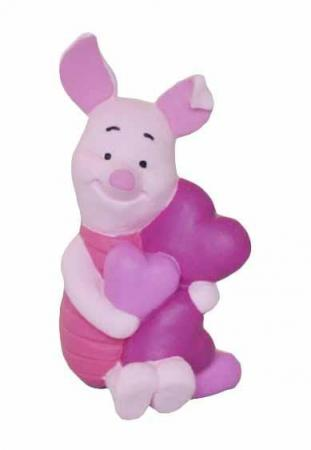Фигурка Хрюня и сердце, 6.3 смФигурка очаровательного Пятачка из мультфильма «Винни-Пух» от студии Walt Disney — это необычный и очень милый подарок как для детей, так и для взрослых близких людей.Забавный Пятачок с сердечком в руках изготовлен из термопластичного каучука, очень приятен на ощупь и абсолютно безопасен для здоровья ребенка. Игра с фигуркой поможет ребенку развить воображение и логическое мышление.<br>