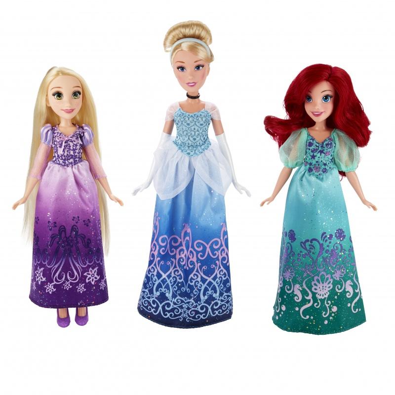 Классическая модная кукла Принцесса. В ассортименте: Ариэль, Золушка и РапунцельСерия кукол американской компании Хасбро включает в себя трех героинь из диснеевских мультфильмов: Ариэль, Золушку и Рапунцель. Принцессы имеют портретное сходство со своими персонажами и одеты в такие же платья. Фигурки сделаны из пластика, а их волосы – из гладкого искусственного волокна. Куклы предназначены для детей от 3 лет. В комплекте есть мелкие детали (туфли принцессы), поэтому за игрой малышей рекомендуется присматривать взрослым. В комплект входит одна кукла, платье и пара туфелек. Фигурки подходят как для игр, так и для коллекционирования.<br>