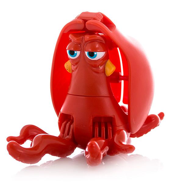 EggStars Яйцо-трансформер ХЭНКЯркая, необычная игрушка-трансформер яйцо, превращающаяся в любимого героя нового полнометражного анимационного фильма для детей «В поисках Дори» - отличный подарок для всех поклонников этой чудесной сказки. Дружелюбный осьминог по имени Хэнк – один из персонажей мультфильма, с которым нам предстоит познакомиться в самое ближайшее время. Игрушка, выполненная в виде этого героя в несколько шагов складывается в гладкое яйцо. Малыш сможет собирать и разбирать игрушку самостоятельно, в игровой форме получая навыки простой трансформации одного предмета в другой, тренируя моторику пальчиков, совершенствуя логическое мышление и память. Небольшие размеры игрушки позволяют брать её с собой и играть в любое свободное время, скрасить скучное время в длительной дороге или же собрать целую коллекцию персонажей мультфильма «В поисках Дори». Кроме того, с игрушкой трансформером в режиме рыбки можно играть как с обычной фигуркой.<br>