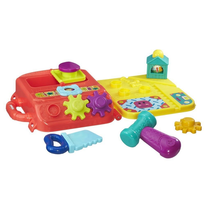 Моя первая мастерская возьми с собойПервая игра, имитирующая деятельность взрослых - для детей, начинающих ходить. Множество возможностей для разваивающих игр. Все детали надежно хранятся внтури и помещаются в кейс для переноски, в котором удобно брать игрушку с обой. 12М+<br>
