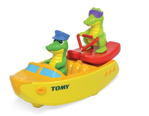 Игрушка для ванной Крокодил на лодкеИгрушка для ванной c крокодилами на лодке превратит купание в веселую игру.Развивает мелкую моторику, воображение, цветовое и тактильное восприятие.Игрушка выполнена из качественного безопасного пластика. Хорошо держится на воде.<br>
