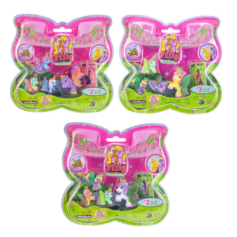 Большой набор Filly Butterfly Glitter Волшебная семья, 4 фигуркиВ этот игровой набор входят сразу четыре фигурки лошадок из коллекции Филли Блестящие бабочки: одна большая и три маленьких. Они представляют собой одно из магических семейств: Цветов, Сердец, Листьев, Воды и Солнечного Света. У каждой лошадки есть усики, усыпанные блестками крылья и корона с кристаллом Сваровски. Фигурки покрыты приятным на ощупь, бархатистым материалом. Также к ним прилагаются карточки с описанием персонажей.Внимание! Товар представлен в ассортименте без возможности выбора. Вид персонажей в наборе может отличаться от изображения на фото.Возраст: от 3 летДля девочекКомплектация: 4 фигурки, 4 коллекционных карточки.Материалы: пластик, флок.Размер упаковки: 21.5 x 20.5 x 3.5 см.Высота большой фигурки: 5 см.Высота маленькой фигурки: 3, 5 см.<br>