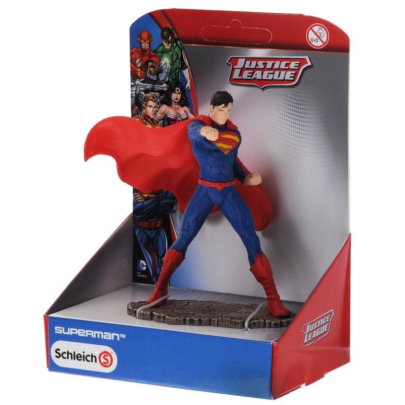 Супермен сражаетсяФигурка Супермена – это отличный подарок ребенку, который увлекается фильмами, комиксами и играми про супергероев. Представленная модель отлично детализирована и проработана, благодаря чему ее можно использовать не только для игр, но и для коллекционирования.Качественные материалы                 Фигурка изготавливается из прочного и надежного каучукового пластика, который устойчив к случайным повреждениям. Структура материала экологически чиста, благодаря чему исключается риск аллергических реакций и вредных испарений.Покупка и оплата        Купить подарок для ребенка вы можете в наших розничных магазинах в Москве или Санкт-Петербурге. Жителям других регионов доступна услуга доставки при заказе через сайт.<br>