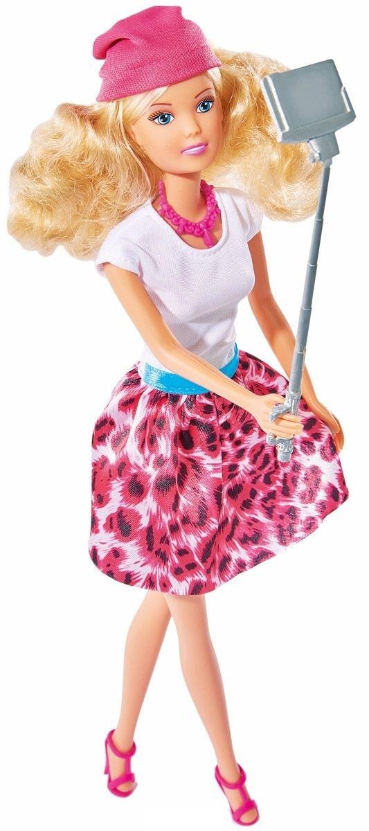 Кукла Штеффи с селфи палкой, 29 см.Кукла Simba Штеффи с селфи палкой надолго займет внимание вашей малышки и подарит ей множество счастливых мгновений. Штеффи одета в модную яркую одежду. Наряд дополняют удобные розовые босоножки и шапочка. Чудесные длинные волосы куклы так весело расчесывать и создавать из них всевозможные прически, плести косички, жгутики и хвостики. К руке куклы можно прикрепить селфи палку для снимков. Кукла изготовлена из прочного и безопасного материала. Ее голова, руки и ноги подвижны, что позволяет придавать ей разнообразные позы. Благодаря играм с куклой, ваша малышка сможет развить фантазию и любознательность, овладеть навыками общения и научиться ответственности, а дополнительные аксессуары сделают игру еще увлекательнее. Порадуйте свою принцессу таким прекрасным подарком!<br>