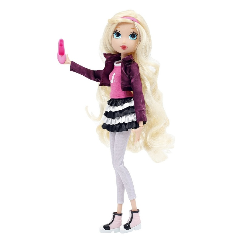 Кукла Роуз - Королевская академияКукла Роуз из серии Королевская Академия от модного итальянского бренда Giochi Preziosi, отличающегося тонким стилем и изысканностью, станет одной из любимых игрушек в коллекции любой девочки. Изготовителем куклы продуманы все мельчайшие детали, чтобы она по праву относилась к премиум классу: качественная пластиковая фигура одета в превосходную одежду из текстиля.Героиня мультфильма Regal Academy с длинными вьющимися волосами выглядит великолепно, ведь эта красота досталась ей от бабушки - Золушки. Сходство Роуз с не менее знаменитой родственницей, а также ее страсть к шоппингу, делают игрушку востребованной для девочек.<br>