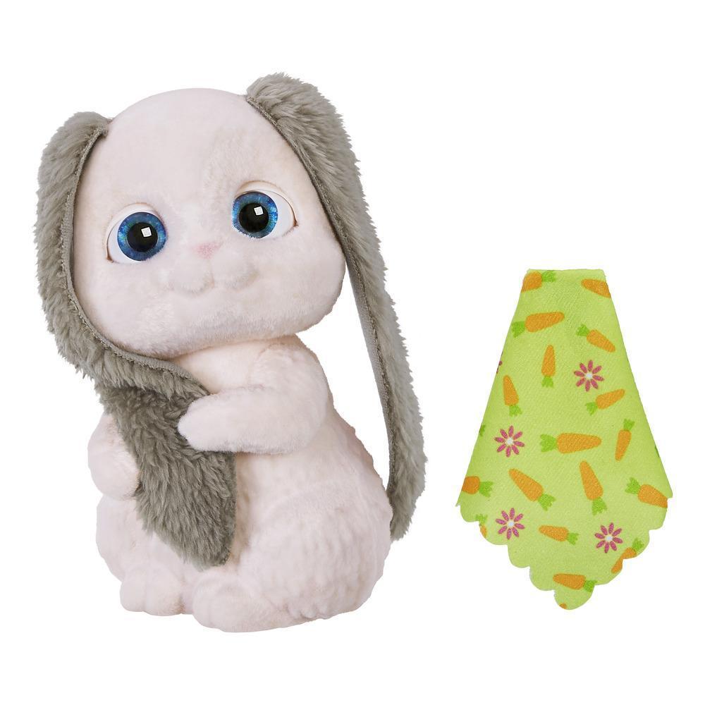 Пушистый друг Забавный кролик FurReal FriendsИнтерактивный пушистый друг Забавный кролик FurReal Friends от Hasbro представляет из себя невероятно милое и робкое существо, наделенное немалым количеством интересных функциональных особенностей!Например, этот плюшевый питомец умеет шевелить головой, моргать своими безумно выразительными глазками, а также издавать множество забавных звуков. У кролика Фуриал Френдс длинные, мягкие и пушистые уши, которые так и хочется погладить.Кроме того, в комплекте имеется зеленое одеяльце с изображением декоративных морковок и цветочков. So Shy Bunny (оригинальное название игрушки на английском) так трогательно и забавно может держать его в своих мягких лапках, что несомненно вызовет чувство бесконечного умиления не только у детей, но и у взрослых!<br>