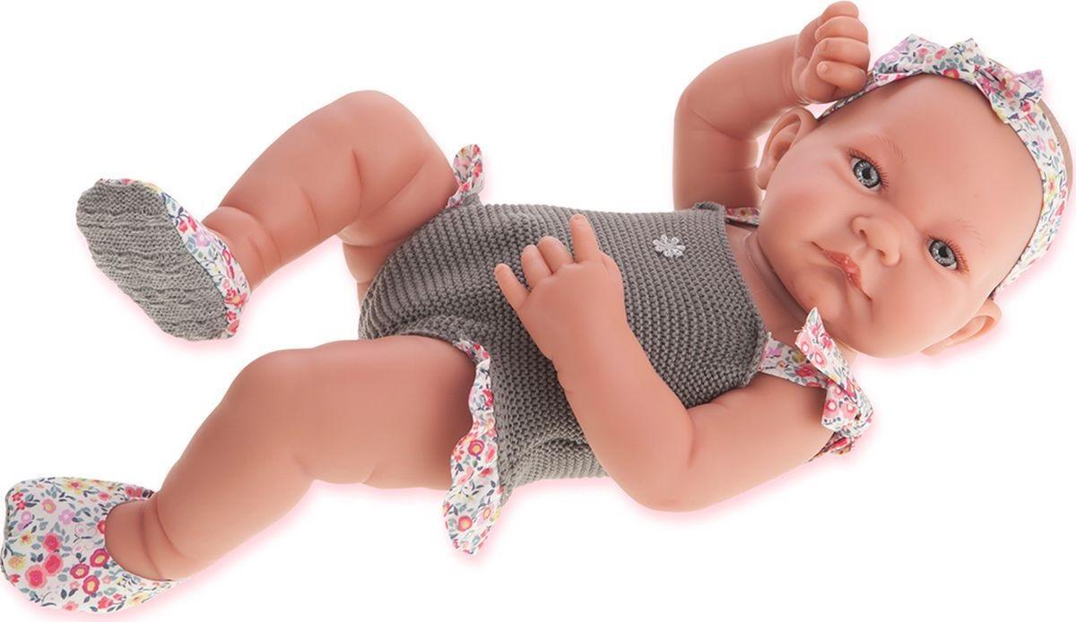 Juan Antonio Пупс Ника цвет одежды серыйПупс Juan Antonio Ника - это трогательная и забавная игрушка, которая непременно очарует любую девочку. Образ пупса разработан европейскими дизайнерами с любовью и вниманием к деталям. Игрушка выполнена из прочного безопасного винила с покрытием soft touch, мягкого и приятного на ощупь. Кукла натуралистична и анатомически точна. Ручки и ножки младенца подвижны. Реалистичные глазки пупса обрамлены нежными пушистыми ресничками. Очаровательный малыш одет в вязаное боди. Милый пупс приведет в восторг любую девочку, а детально проработанный внешний вид сделает такую игрушку превосходным подарком и для взрослого коллекционера. Игры с пупсом научат малышку ответственности и внимательности.<br>