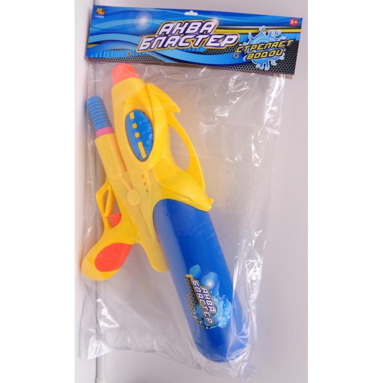 Водяное оружие Аквабластер, 39 смВодяной аквабластер - это то, что нужно в жаркий летний день. Пластиковый водяной пистолет имеет яркий окрас, удобную ручку, а также вместительный контейнер для воды. Ребенку обязательно понравится устраивать веселые игры у бассейна или на пляже с таким аквабластером.Активные игры такого рода полезны для здоровья и развития детского организма.<br>