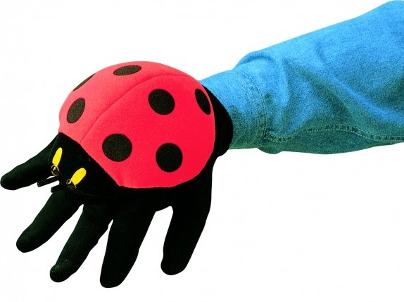 Мягкая игрушка Folkmanis Божья коровка, 23смОткройте для себя мир кукольного театра на руку с игрушками Folkmanis (Фолкманис), стоит одеть зверушку на руку и она оживает. Чем еще удивительны игрушки Фолкманис нигде вы не найдете такое разнообразие животных, сделанных ввиде игрушек на руку, совершенно спокойно у вас при желании может получиться мини зоопарк. Мягкие игрушки на руку сделаны из очень приятных материалов.<br>