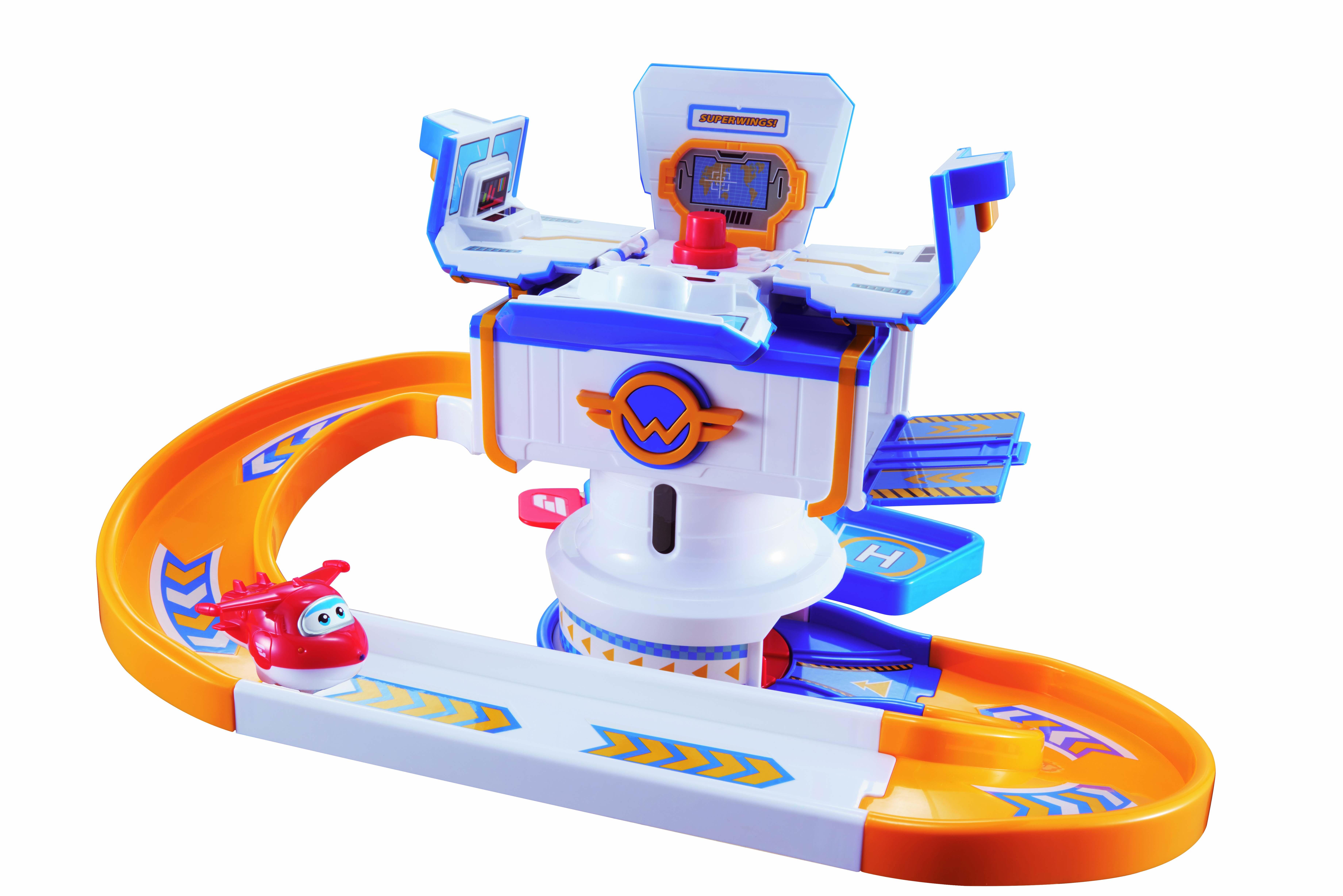 Игровой набор Супер Крылья - АэропортИгровой набор Аэропорт из серии Супер Крылья создан по мотивам одноименного обучающего мультипликационного сериала. Набор детально копирует внешний вид терминала, изображенного в мультфильме. Терминал многофункциональный, крыша его центральной башни раскрывается, а самолетики с него можно запускать в различных направлениях двумя способами.В состав игрового набора входят терминал и две фигурки Джимбо и Джетта. С помощью этого набора ребенок может создавать различные сюжетные линии, основанные на сюжетах анимационного сериала Супер Крылья, а также придумывать различные новые игровые ситуации, используя собственное воображение.Все игрушки изготовлены из прочного гипоаллергенного пластика и абсолютно безопасны для ребенка. Яркий дизайн выполнен в духе красочного мультфильма, а фигурки героев являются точными копиями оригинальных прототипов.<br>