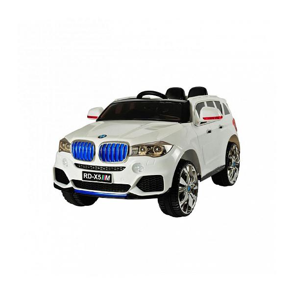 Электромобиль р/у BMW X5M (на аккум., свет, звук), белыйЭлектромобиль BMW X5M, представленный в белом цвете, станет замечательным средством передвижения для ребенка по городским дорогам. Высокий посад корпуса машины и большие колеса, изготовленные из ЭВА, обеспечивают плавную и бесшумную езду как по тротуару, так и по плитке. Широкое сиденье электромобиля оснащено удобной спинкой, что позволяет ребенку комфортно расположиться в салоне автомобиля.Электромобиль БМВ Х5М оснащен 2 мощными моторами и работает от аккумулятора, заряжающегося от электросети. Управление детским автомобилем осуществляется как от поворота руля, так и от пульта радиоуправления, который позволяет родителям контролировать движение машины.<br>
