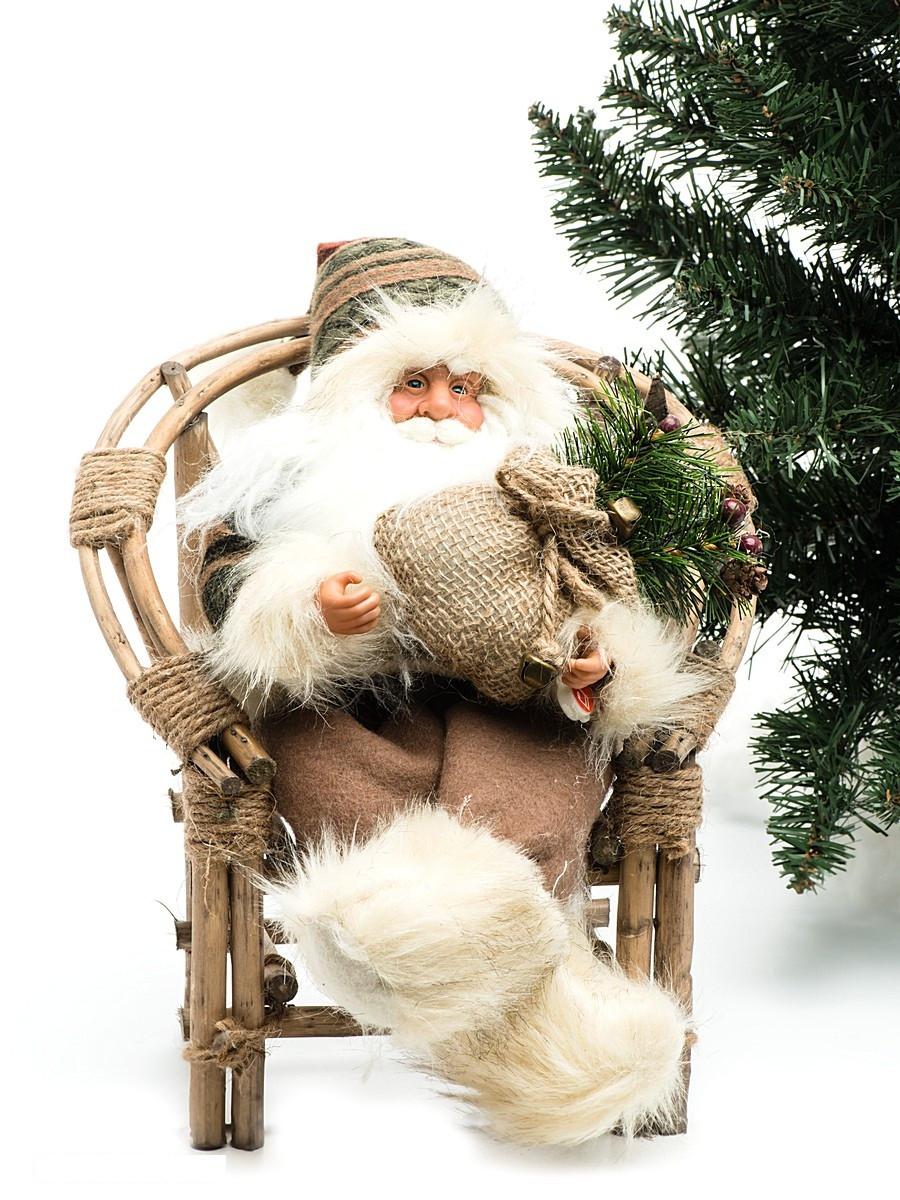 Дед Мороз в плетеном кресле, с музыкойДед Мороз - большая рождественская фигурка. Выглядит очень естественно, со множеством мелких деталей, с музыкой. Отлично встанет под новогоднюю елку. Пританцовывает. На елке загораются лампочки. Работате от 3-х батареек АА 1,5V, батарейки в комплект не входят. елку.<br>