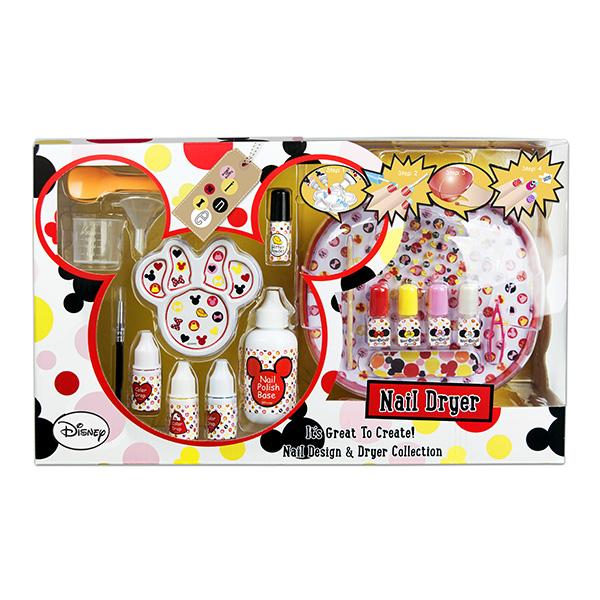 Markwins 9605751 Minnie Набор детской декоративной косметики для ногтейНабор декоративной косметики для ногтей - отличный подарок для каждой девочки! С его помощью маленькая модница сможет не только создать собственный, уникальный дизайн маникюра, но и смешивать лаки и краски по своему усмотрению! Набор упакован в симпатичную коробку, оформленную в стиле популярного персонажа - мышки Минни. Кроме того, в комплект входит специальное устройство, с помощью которого нанесенный на ногти лак высохнет намного быстрее! (Работает от 4 батареек АА, в комплект не входят)В комплекте:Краска на водной основе для создания лака для ногтей 3 шт.Базовое вещество для создания лака для ногтейБлестки во флаконеПалитра для смешивания компонентовМерный стаканчикЛожка для смешиванияВоронка для переливания лакаФлаконы для лака 4 шт.Палочка для кутикулыПилка для ногтейПинцетКистьНаклейки для ногтейУстройство для сушки лакаУсловия хранения:Хранить при температуре от +5 до +25 градусовНе допускать попадания прямых солнечных лучейСрок годности после вскрытия упаковки: 12 месяцев<br>