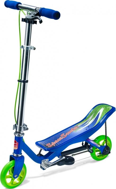 Самокат цепной Space Scooter Junior X360 BlueСамокат Space Scooter X360 - стильный и яркий самокат, который приводится в движение за счёт переноса веса из стороны в сторону. Самокат легко и компактно складывается, в сложенном виде его удобно переносить и хранить. Если понадобится остановиться во время движение, то Ваш ребенок сможет это сделать с помощью ручного тормоза, установленного на руле. Самокат выдерживает нагрузку до 60 кг. Этот самокат станет прекрасным транспортным средством, а также приятным развлечением для Вашего ребенка.<br>