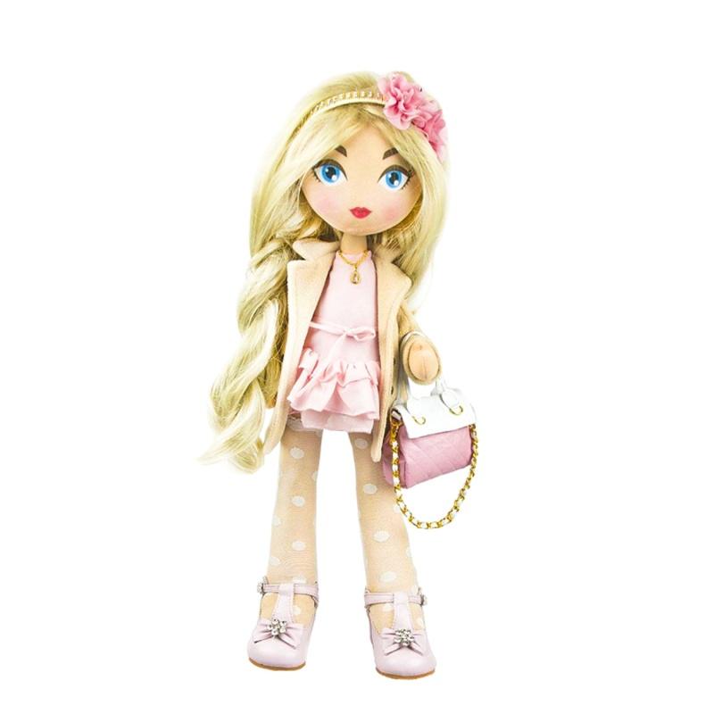Кукла Romantic, 55 см.Кукла из серии Romantic выполнена в пастельных тонах из приятного мягкого материала. Она станет чудесным подарком для маленькой модницы, которая сможет придумывать с ней различные сюжетно-ролевые игры. Кукла одета в нежное светло-розовое платье и бежевое пальто. С собой она прихватила стильную сумочку, а на голове у нее ободок с прекрасными розовыми цветами.Особенность куклы заключается в том, что внутри нее имеется каркас из проволоки, который позволяет ей принимать различные позы. А ее длинные светлые волосы можно заплетать в косы или же экспериментировать с любыми другими прическами. Сюжетно-ролевые игры с такой куклой способствуют развитию воображения, творческого мышления и чувства вкуса.Внимание! Цвет элементов одежды может отличаться от представленного на фото.<br>