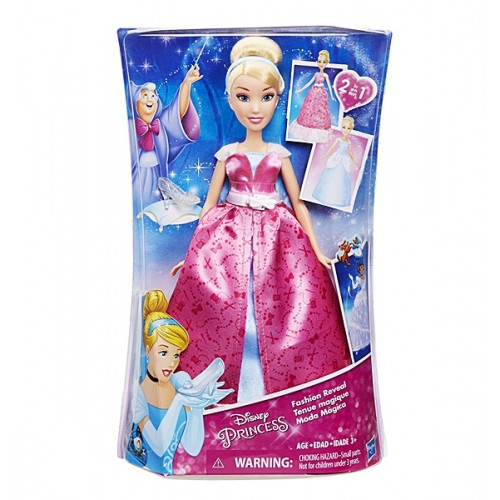 Модная кукла Золушка в роскошном платье-трансформереМодная кукла Золушка в роскошном платье-трансформере, Принцессы Дисней.  Кукла с большими и выразительными глазами и белоснежной улыбкой выглядит просто великолепно. Ее пышные пшеничные волосы прошиты по всей голове и уложены в элегантную прическу. Она одета в розовое платье с рисунками ножниц, ниток и бусин-пуговичек, платье украшено белым поясом с бантиком. Если снять верхнюю часть платья, то Золушка предстанет в ее бальном наряде небесно-голубого цвета. Сияющее платье ей очень идет и выглядит совсем как в мульфильме.<br>