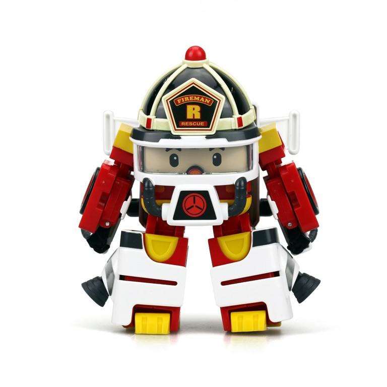 Рой трансформер 10 см + костюм астронавтаВсе детям знаком персонаж популярного мультипликационного сериала «Робокар Поли» - пожарный Рой. Он необыкновенно добрый, отзывчивый и самый сильный член команды спасателей. Поклонники популярного мультсериала будут счастливы, получить в подарок небольшой трансформер, выполненный в близком сходстве с обожаемым героем. Совершая трансформации и дополняя его костюм аксессуарами астронавта, дети смогут придумать много новых сюжетов для игры.<br>