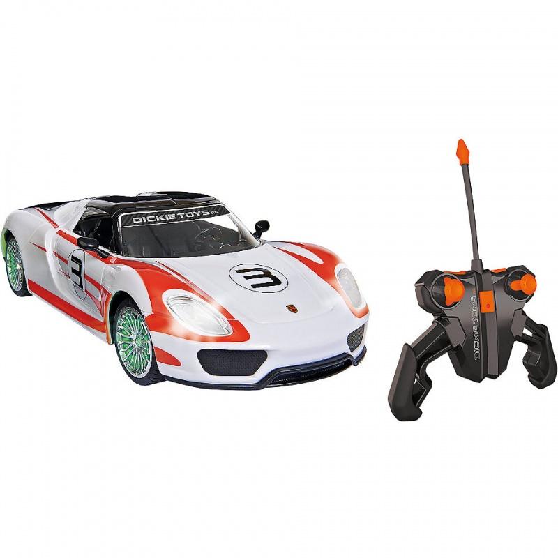 Машина р/у Porsche Spyder (на бат., свет, звук), 1:16Данная модель машины представлена в виде уменьшенной копии Porsche Spyder, которая станет частым спутником ребенка во многих игровых сюжетах. Стоит отметить, прежде всего, красивые и насыщенные цвета, используемые в покраске кузова, а также впечатляющее сходство со своим реальным прототипом.В этой машинке имеются звуковые и световые эффекты, которые сделают игровой процесс интереснее и правдоподобнее. К примеру, для этой уменьшенной копии был записан реальный рев двигателя Porsche 918 Spyder.Управляется автомобиль с помощью простого в обращении пульта, удобного и обладающего интересным дизайном.Возраст: от 3 летДля мальчиковЦвет: белый, зеленый, оранжевый.Масштаб: 1:16.Комплектация: пульт управление, машинка, инструкция.Наличие батареек:  входят в комплект.Тип батареек: на батарейках.Материалы: пластик.Размер упаковки: 26 х 40 х 17 см.Скорость: до 10 км/ч.Размер машинки: 26 см.<br>