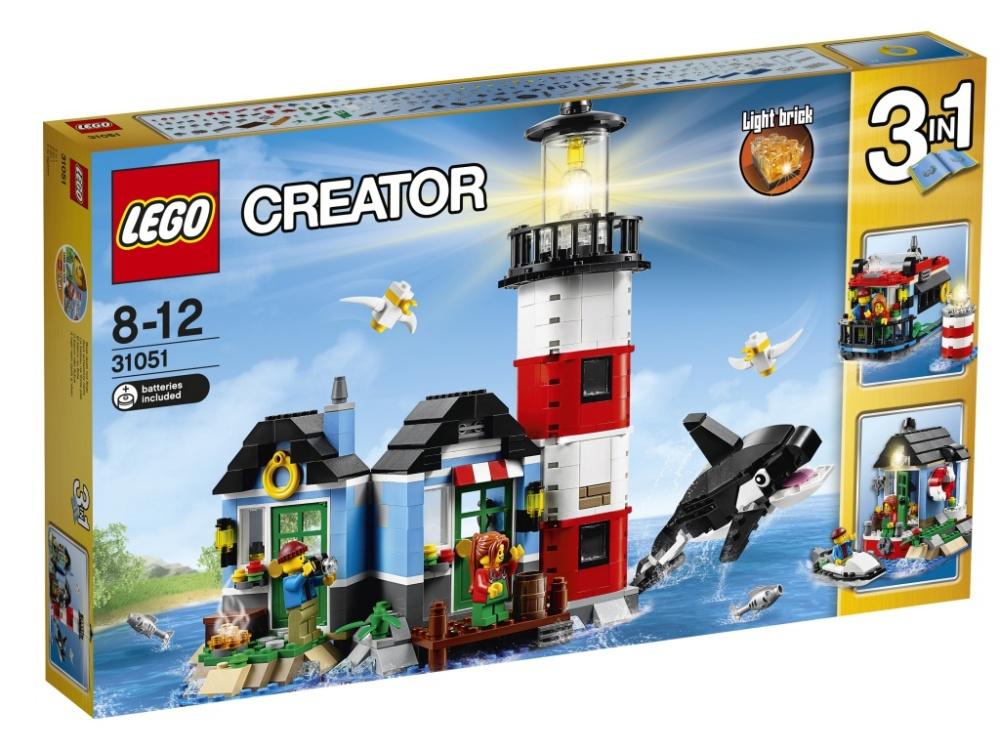Конструктор Lego Creator МаякНаслаждайся приключениями на морском берегу с этим удивительным набором LEGO Creator 3-в-1, в котором есть уютный маяк и коттедж смотрителя маяка с тщательно продуманным интерьером, включающим в себя стол, стул, лампу и картины. Поднимись на галерею, расположенную на высоте птичьего полёта, и включи сигнальный огонь маяка, чтобы вести проходящие суда. Затем попей чаю в коттедже смотрителя маяка, где из окна можно увидеть плывущую мимо дружелюбную косатку, а затем проведи приятный вечер, сидя у открытого огня и слушая, как волны плещутся о берег.Набор можно перестроить в Домик на воде и в Домик с пирсом и катером.Батарейки:Для работы необходимы 2 батарейки типа LR41 (в комплект входят).<br>