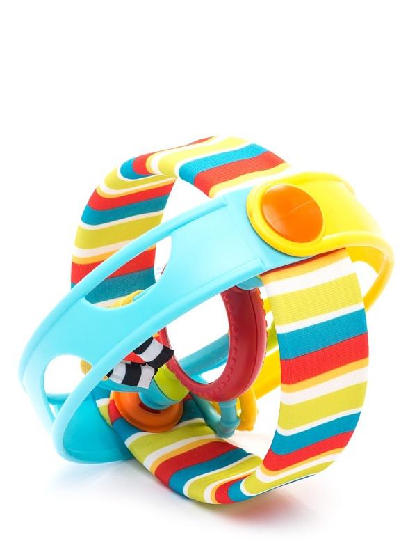 Развивающая игрушка 3 в 1 Rock &amp; Ball - Вращающийся бубенЭта развивающая игрушка предназначена для шумных игр, в которых малыш сможет катать бубен как мячик или использовать в качестве музыкального инструмента. Особенностями изделия можно назвать безопасное зеркальце, расположенное внутри бубна, особые гремящие элементы, а также особый голографический эффект. Бубен изготовлен из тщательно обработанного пластика, а некоторые детали даже покрыты мягким текстилем, поэтому малыш не повредит нежные десны, если решит погрызть игрушку. Эта игрушка поможет развить тактильное восприятие, зрение.Возраст: от 3 месяцевДля мальчиков и девочекМатериалы: пластик, текстиль.Размер упаковки: 18 х 16.5 х 16 см.Размер игрушки: 15.5 х 15.5 см.<br>