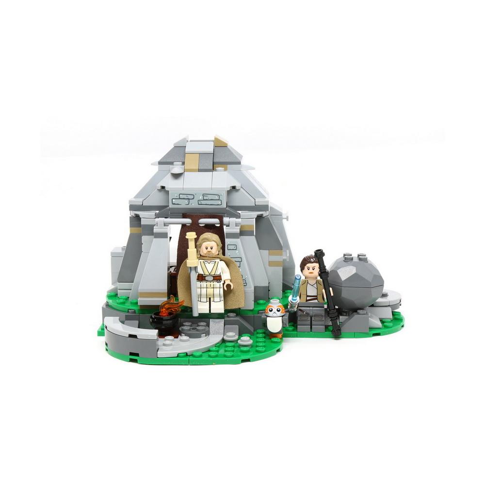75200 Star Wars TM Тренировки на островах Эч-ТоКонструктор Тренировки на островах Эч-То из серии Лего: Звездные Войны представляет собой сюжет по мотивам знаменитой фантастической саги про космические сражения. Благодаря множественным деталям этого набора, мальчик соберет модель хижины, где герои могут поспать или приготовить себе еду на костре. Перед хижиной имеется небольшая тренировочная площадка, где Люк Скайуокер и Рей смогут совершенствовать свои боевые навыки перед важным сражением. Также рядом с этим каменным домом находится сфера с магическим кристаллом внутри, а фигурка сказочного порга дополнит игру и позволит разнообразить ее.Благодаря сборке конструктора ребенок сможет развить воображение, внимание и терпеливость, а значит, проведет свое время интересно и с пользой.<br>