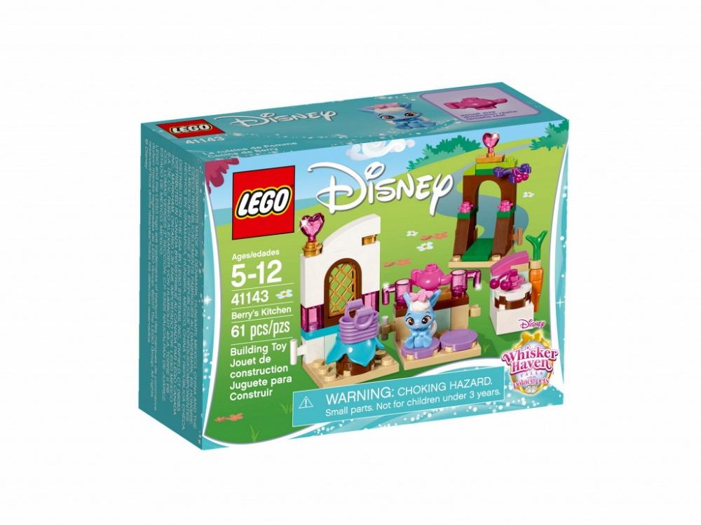 Конструктор Lego Disney Princess Кухня ЯгодкиОтправляйся на прекрасно оборудованную кухню Ягодки, крольчонка принцессы Disney Белоснежки, и приступай к работе. Ягодка обожает печь пироги и устраивать вечеринки для своих друзей. Подойди к ажурной калитке, над которой нависают ветви вишнёвого дерева, и собери несколько ягод, чтобы украсить пирог. Пока пирог выпекается, можешь положить ягоды на стол у окна. Когда до прихода гостей останется несколько минут, можно успеть немножко отдохнуть и выпить чашку чая.Информация о набореАртикул: 41143Производитель: LEGOКол-во деталей: 61Фигурок: 0Год выпуска: 2017<br>