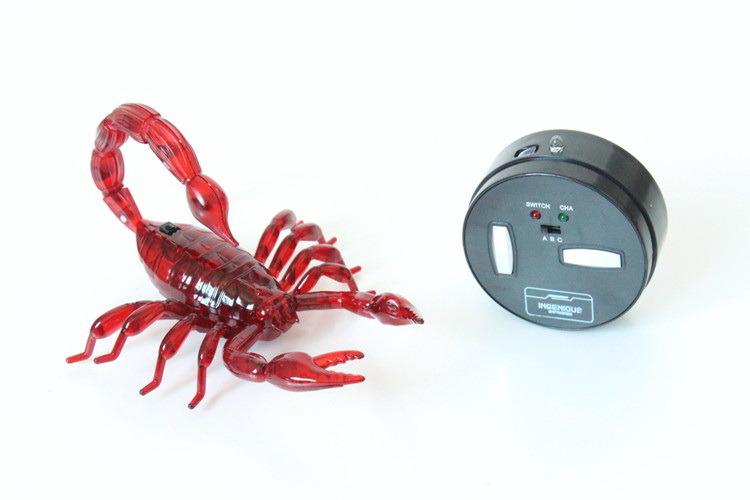 Игрушка Скорпион на ик. управленииСкорпион с пультом на инфракрасном управлении. Имитирует движения настоящего паука. Передвигается вперед, останавливается, назад с разворотом вправо, разворачивается на 360С. Для включения демо-режима удерживаи?те кнопки движения вперед и назад 3 секунды. Для выхода из режима удерживаи?те кнопку движения вперед 3 секунды. Глаза светятся. Хвост можно отстегивать и пристегивать обратно. Питание: в игрушке находится аккумулятор, который заряжается от пульта управления, в пульт нужно вставить 3 батарейки АА. Прибл время зарядки 30 мин. Возможно играть до 3-х человек одновременно. Размер игрушки ДхШхВ:210х220х60 мм. Рекомендуемый возвраст 8+.<br>