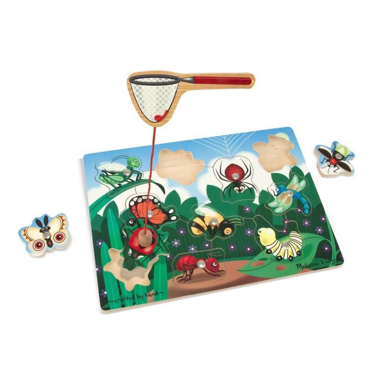 Магнитная рамка-вкладыш Ловля насекомыхМагнитная рамка-вкладыш Ловля насекомых от торговой марки Melissa &amp; Doug - это удивительная игрушка, которая поможет ребенку познакомиться с различными насекомыми. В комплекте имеется магнитный сачок, деревянная основа и десять вкладышей. Ребенок с помощью магнитного сачка на веревочке должен будет поймать как можно больше милых насекомых с игровой доски. Игры с этой забавной головоломка развивают ловкость и внимателность.Внимание! Форма сачка варьируется и может отличаться от представленной на фото. Цена указана за 1 шт.<br>