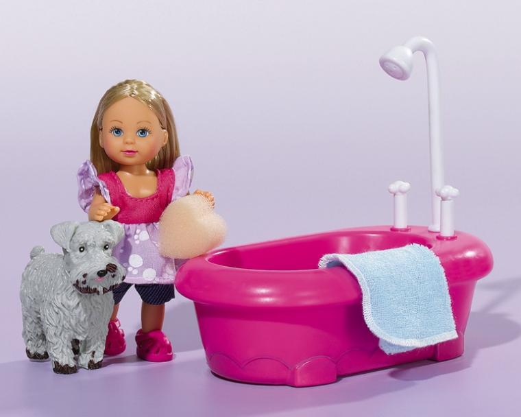 Набор Еви моет собачкуМалютка Еви очень сильно любит животных и всегда о них заботится. После прогулки собачку нужно хорошенько вымыть, для этого в наборе имеется ванна. Смотрите, как прямо на глазах питомец становится чистым. Игрушки изготовлены из качественных материалов. Играя с таим замечательным набором, ваша девочка научится заботе о животных.Возраст: от 3 летДля девочекЦвет: розовый.Комплектация: кукла, ванна, собачка, аксессуары.Материалы: высококачественная пластмасса.Размер упаковки: 22 х 9 х 16 см.Размер куклы: 12 см.<br>