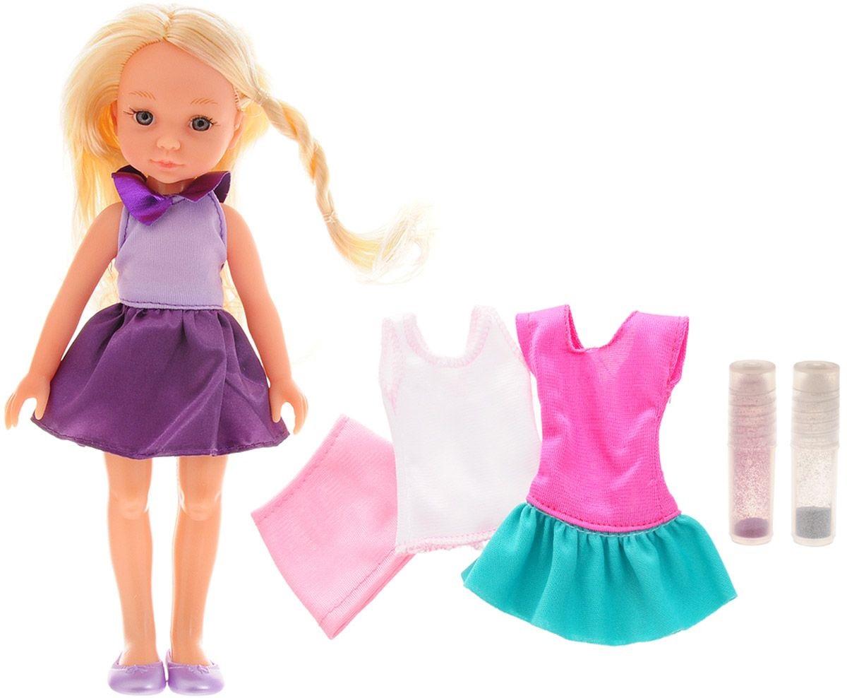 ABtoys Кукла Весенний вальс с комплектом одеждыОчаровательная кукла ABtoys Весенний вальс позволит девочке придумать различные увлекательные сюжеты для тематических игр. Куколка одета в фиолетовое платье. На ногах куклы - туфельки. У куклы длинные волосы, заплетенные в косички, которые можно расчесывать и заплетать из них различные прически.Вместе с куклой в набор входят два платья, 2 тюбика с блестками для декорирования, ролик, наклейки. Выберите рисунок, нанесите его на платье и разукрасьте блестками - новое платье готово!Ваш ребенок может заботиться о своей кукле, как о настоящем друге. Выразительный внешний вид и аккуратное исполнение куклы, делают ее идеальным подарком для любой девочки!<br>