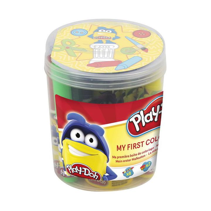 Набор Play doh Первая раскраска, 9 больших восковых мелков, 8 маркеров, 2 цвета пасты для лепки (2Для раскрытия творческого потенциала ребенка и веселого проведения его досуга, воспользуйтесь этим набором из нашумевшей серии товаров Play doh. В нем есть все, чтобы позаниматься рисованием, причем используя как мелки, так и фломастеры. Особенности: - Данный набор подходит для детей возрастом от 3 лет. - В комплекте вы найдете: 9 больших восковых мелков, 8 маркеров, 2 цвета пасты для лепки, а также круглый альбом. - Паста для лепки отличается высокой пластичностью, она не пристает к рукам, благодаря чему ее использование вполне гигиенично и не доставляет дискомфорта. - Используя имеющийся в комплекте альбом, ребенок может порисовать с помощью мелков или маркеров. - Мелки представлены в 9 различных цветах, они являются восковыми, поэтому рисунки, созданные с помощью них, очень яркие и насыщенные. - Маркеры представлены в 8 различных цветах, они отлично подойдут для обведения контуров на своем рисунке, чтобы сделать их более заметными. - Благодаря удобной упаковке, пластиковой баночке с крышкой, набор удобно хранить. Кроме того, его можно брать с собой. - Набор изготовлен из безопасных в использовании, качественных материалов. - Его применение позволяет ребенку потренировать мелкую моторику рук, пофантазировать, стать более аккуратным и внимательным к мелким деталям.<br>