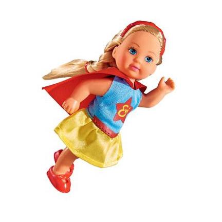 Кукла Еви в костюме супергероя, 2в., 12 смКукла Еви в костюме супергероя от компании Simba выглядит очень мило. Миниатюрная куколка готова спасать мир. Девочка может повсюду брать с собой эту малышку. Ножки и ручки у модели подвижны, что позволяет придавать кукле сидячее положение. Прекрасные волосы заплетены в косу, но девочка может по своему вкусу причесать и уложить волосы Еви.<br>