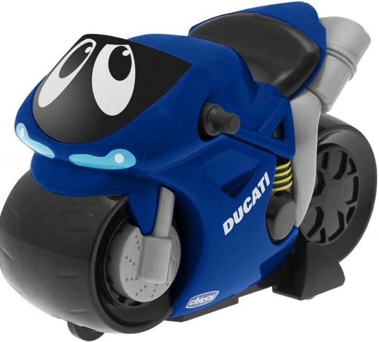 Турбо мотоцикл Chicco Turbo Touch Ducati BlueМотоцикл Turbo Touch - Ducati подходит для каждого маленького мотолюбителя .Турбомотоцикл очень легко привести в движение простым нажатием на заднюю часть корпуса. Мотоцикл разгоняется до запредельной скорости и останавливается с сопровождением соответствующих звуков. Мощность двигателя позволяет проехать до 10 метров, все зависит от того, с какой силой нажать на сидение мотоцикла. Для большей реалистичности добавлены мощный рев двигателя и предупреждающие звуки клаксона. Яркие цвета, милые глазки расположат к себе даже самых юных мотогонщиков.<br>