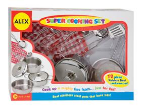 Набор посуды из нержавеющей стали. 12 предметовПрекрасный набор посуды для маленькой хозяйки. Все как у мамы! В наборе 12 предметов: кастрюли, прихватка, половник, шумовка и пр. Для детей от 3х лет.<br>
