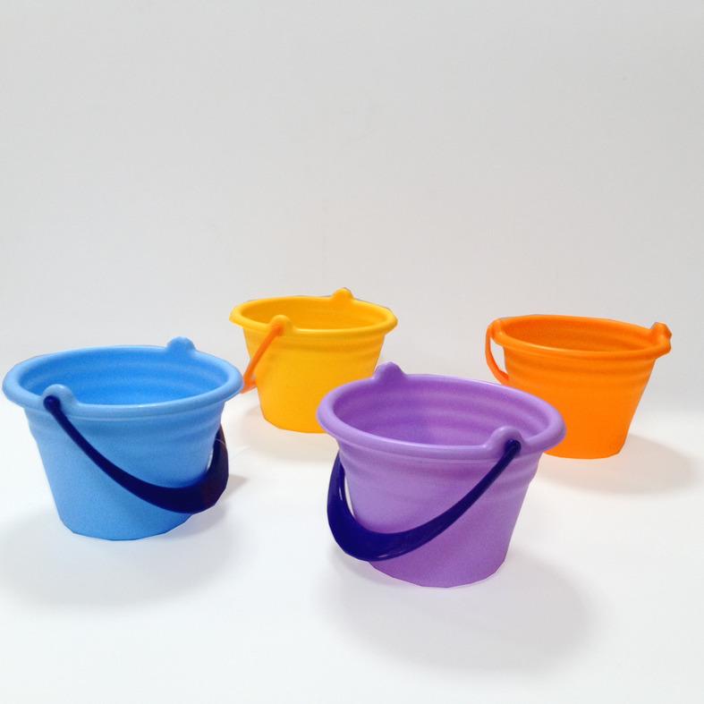 Ведро большое, цвета в ассортименте ( жёлтый, оранжевый, голубой, фиолетовый )Порадуйте своего ребенка замечательной игрушкой для песочницы от Baby Trend Ведро большое. Оно выполнено из высококачественного пластика, устойчивого к перепадам температуры.Ведерко станет незаменимым атрибутом игры на летнем отдыхе у водоема или на детской площадке в песочнице.<br>