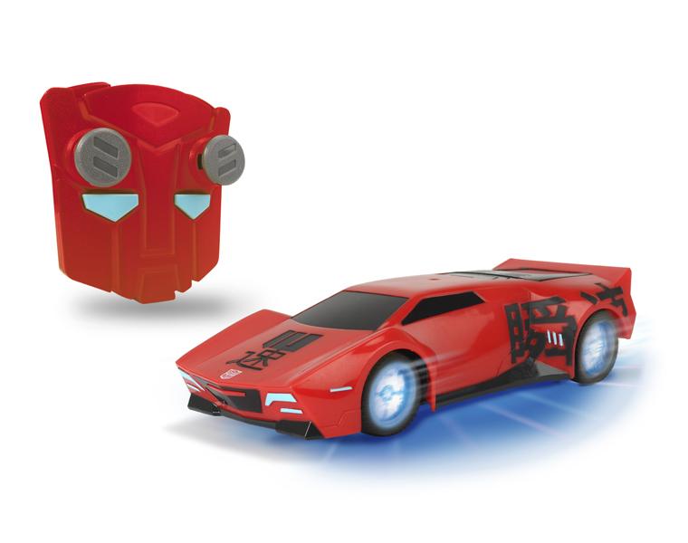 Машина р/у Трансформеры - Сайдсвайп (на бат., свет, звук), 1:24Машина р/у Сайдсвайп, представленная  популярным производителем игрушек для детей Dickie, окунет ребенка в мир фантастических роботов-трансформеров. Машинка не только повторяет форму и дизайн Sideswipe из фильма Robots in Disguise, она выполнена в масштабе 1:24.Ребенку понравится возможность управлять этой машинкой. Игрушечный автомобиль может двигаться в нескольких направлениях: вправо и влево, вперед и назад, а функция турбо придаст игре еще большую правдоподобность. Пульт управления, выполненный в стиле эпопеи о трансформерах, прост в использовании.Машина Сайдсвайп издает оригинальные звуки, схожие с звуками работающей техники. У машинки светятся диски колес и подсвечивается поддон. Световые эффекты выглядят особенно зрелищно в помещениях с приглушенным светом.Возраст: от 5 летГерой: Трансформеры / TransformersДля мальчиковЦвет: красный.Масштаб: 1:24.Комплектация: машинка, пульт управления.Наличие батареек: не входят в комплект.Материалы: пластик, металл.Размер упаковки: 14 х 28.5 х 14 см.Тип батареек: 3 x AAA / LR0.3 1.5 (мизинчиковые), 3 х AA / LR6 1.5V (пальчиковые).Длина машинки: 18 см.<br>