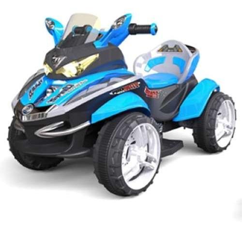 Электромобиль р/у Квадроцикл (свет, звук), черно-синийДетский квадроцикл оснащен магнитолой и световыми эффектами. Им можно управлять с пульта на радиоуправлении. Дизайн выполнен в черно-синих тонах. Его стильный вид ассоциируется с ветром, свободой и скоростью, которую так любят мальчишки. За рулем такого автомобиля ребенок ощутит себя настоящим гонщиком. Большие черные колеса позволят проехать практически по любой дороге, сделаны они полностью из пластика. Такой транспорт станет дополнительным поводом больше времени проводить на улице, дыша свежим воздухом.Пульт управления является программируемым, для начала работы требуется несложная настройка.<br>