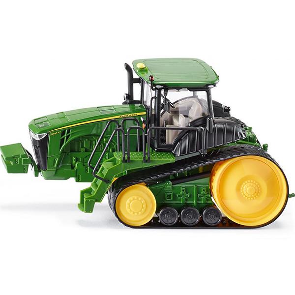 ТракторМощный трактор John Deere (Джон Дир) с застекленной кабиной и складывающимися зеркалами. Данный трактор способен преодолевать большие расстояния. Размер игрушки:22,5 x 9,5 x 11,5 см<br>