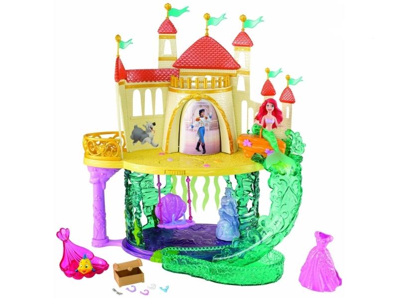 Игровой набор Принцесса Русалочка - Королевство АриэльИгрушечный замок Ариэль поможет малышкам воспроизводить в игре весь мультфильм от начала до конца, ведь нижний этаж замка изображает секретную подводную пещеру русалочки, а верхний - ее комнаты в замке принца. На Русалочку можно надеть роскошное платье, превратив ее в человека. После этого самое время переселяться в верхнюю комнату замка! В набор входит множество аксессуаров для принцессы, а также фигурка ее друга Флаундера, чтобы героине не было скучно!Возраст: от 3 летГерой: Принцесса Ариэль / ArielДля девочекКомплектация: замок, фигурки русалочки и Флаундера, аксессуары.Материалы: пластмасса.Размер игрушки: 43 х 10 х 32.5 см.<br>