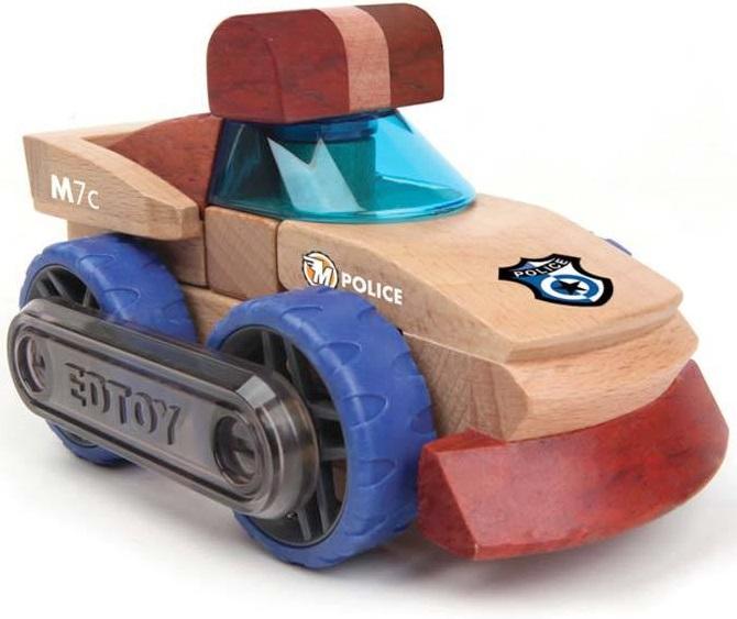 Конструктор Magnamobiles Полиция M7cДеревянные игрушки из бука на ротационных магнитах - можно забыть о полярности!Ведь блоки конструктора соединяются друг с другом благадоря запатентованной технологии, они притягиваются вне зависимости от первоначальной ориентации магнитного поля!С помощью ограничителей скорости со сборкой моделей могут справиться даже самые юные строители. Ограничители скорости можно использовать еще и для соединения основной платформы с другими моделями из коллекции MagnaMobiles.Конструктор, способствует развитию мелкой моторики, координации, пространственного и творческого воображения. Вращение блоков конструктора сопровождается характерным звуковым эффектом, что особенно важно для детей.<br>